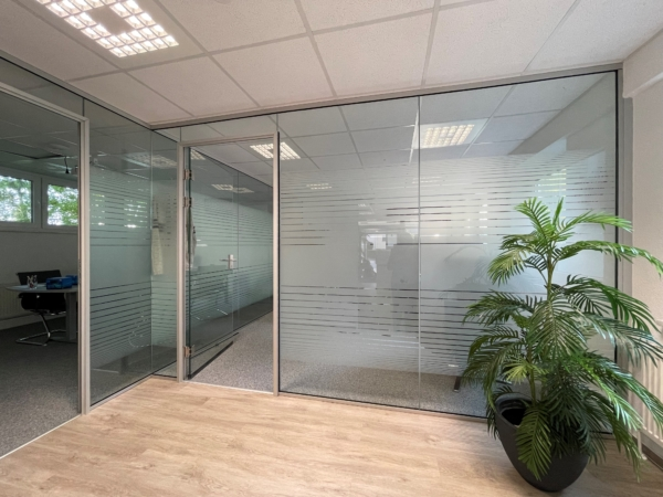Glas Trennwand Büro Montage