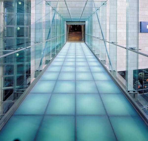 Glastreppen und Glasböden